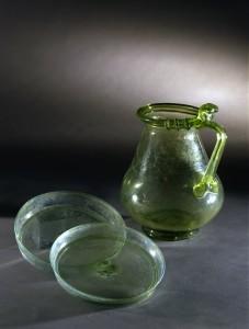 12. Pompei Coppe e Brocca in vetro verde